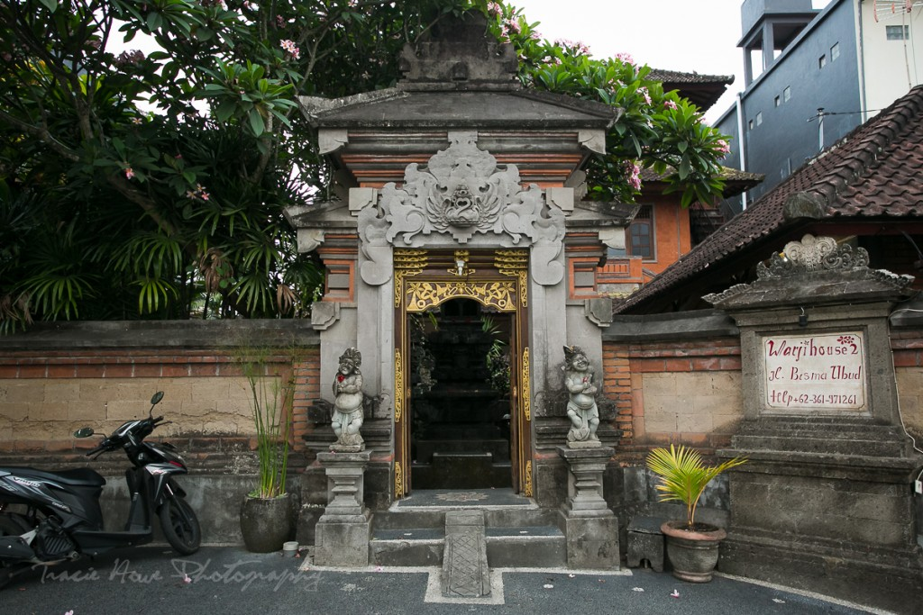 The entrance to another family complex which houses many small buildings, similar in style to my homestay.