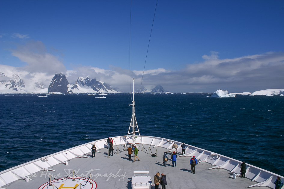 Travel to Antarctica by cruise ship